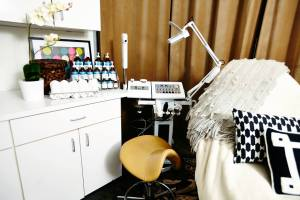 VanityLounge_facialroom