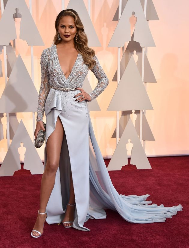 chrissy-teigen-2015-oscars-red-carpet-in-hollywood_1